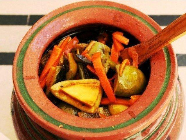 My nani's achaar recipe – Pakistani-styled vegetable pickle